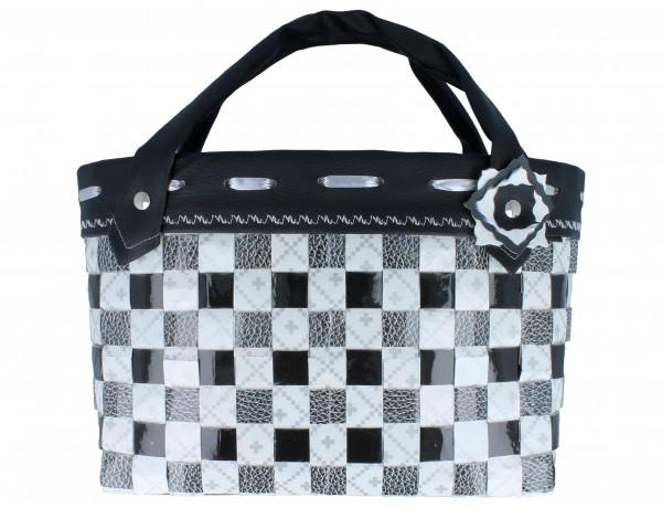 Tasche Upcycling klein ca. 26 cm x 11 cm x 19 cm aus Wiederverwertung Tetrapak´s schwarz/weiß